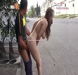 Puta bêbada dando para um estranho no meio da rua