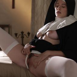Bateu o tesão e a freira ficou peladinha