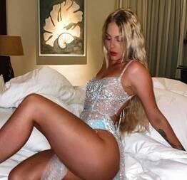 Luísa Sonza mostra sua bunda carnuda e gostosa