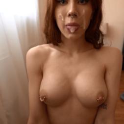 Novinha de 18 anos metendo no cuzinho na frente da webcam