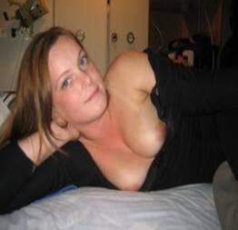 Novinha safada tirando selfie