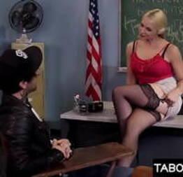Professora de MILF sendo fodida pelo enteado. Sarah Vandella  - Condor Sexy