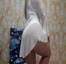 Vazou vídeo que coroa casada fez pelada para o amigo do marido