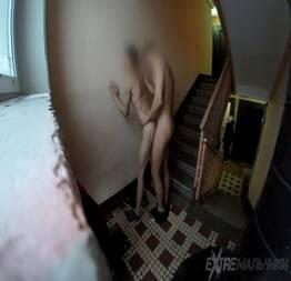 Comeu o cu do amigo na escadaria do prédio