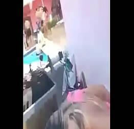 Flagra de sexo em plena festa a noite