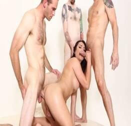 Perfeita trans Chanel Santini encarou 3 machos
