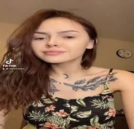 Novinha caiu na net mostrando o peito - Novinha do zap safada