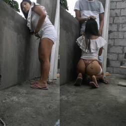 Chupando o pau do marido da irmã escondida na laje