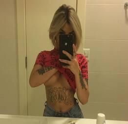 Nayara novinha tatuada se exibindo ao vivo no instagram