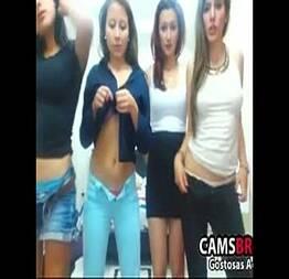Novinhas amigas na net mostrando a bucetas delas