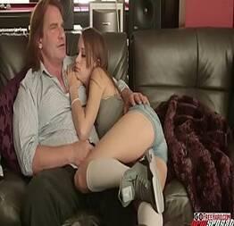 Fazendo sexo com a sobrinha novinha