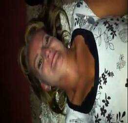 Mamae tarada libera sua buceta greluda pro genrro safado