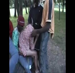 Se juntaram e pegaram safada no parque de dia