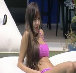 Thais, a ex BBB gostosinha mostrando seu corpo delicioso
