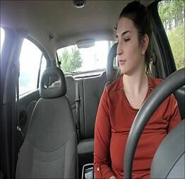 Disse que ia ensinar a amiga dirigir mas acabou comendo ela