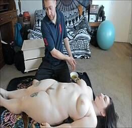Massagista se aproveitando da gordinha