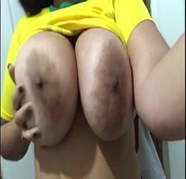 Novinha safada peituda mostrando os peitos