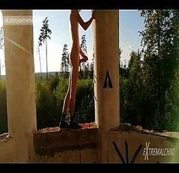 Novinho dotado batendo punheta na construção - Exhibtionism.com