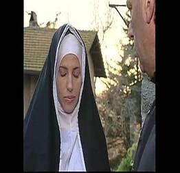 Travesti invadiu o convento pra dar o cu pro padre - QueroFoder.com