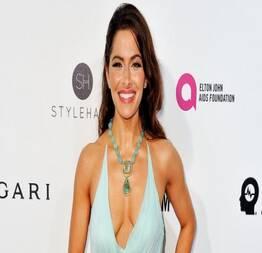 Sarah shahi pelada em cena quente de sexo na série sex/life