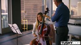Aluna loira fode com professor de musica
