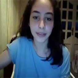 Novinha santinha teve celular roubado na escola e teve vídeo vazado
