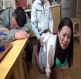 O corno bebeu demais e esposa teve que dar pro chefe dele