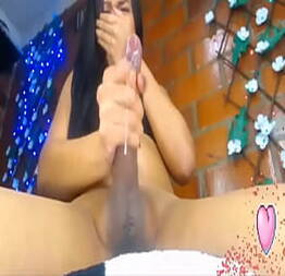 Dotada gozando gostoso na webcam - QueroFoder.com
